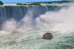 Croisière de chutes du Niagara de Hornblower Photographie stock