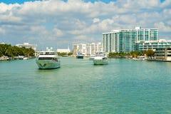 Croisière de luxe de yachts Photographie stock libre de droits