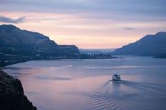 Croisière de matin vers le haut du fleuve Columbia Images stock