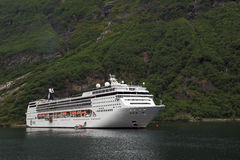 Croisière de mer sur les fjords norvégiens images libres de droits