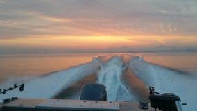 Croisière de pêche de lever de soleil Photographie stock libre de droits