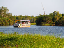 Croisière de touristes des eaux jaunes, Kakadu, Australie Photo stock