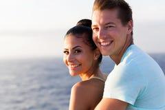 Croisière mignonne de couples photographie stock