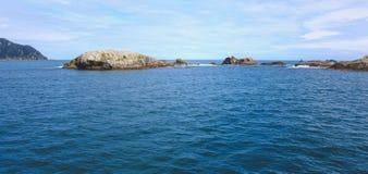 Croisière saine douteuse - dépassement du beau paysage en parc national de Fiordland, île du sud, Nouvelle-Zélande images stock