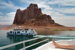 Croisière sur un bateau dans le lac powell Photographie stock