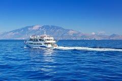 Croisière de bateau de mer ionienne à l'île de Zakynthos Photos stock