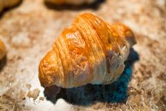 Croissant, αρτοποιείο εύγευστο στην κινηματογράφηση σε πρώτο πλάνο Στοκ φωτογραφία με δικαίωμα ελεύθερης χρήσης