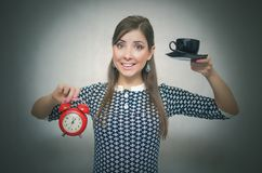 croissant γλυκό φλυτζανιών καφέ σπασιμάτων ανασκόπησης καφές περισσότερος χρόνος Μεσημεριανό διάλειμμα Κορίτσι με το φλιτζάνι του Στοκ φωτογραφία με δικαίωμα ελεύθερης χρήσης