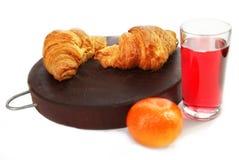 Croissant και πορτοκαλί πρόγευμα για τον υγιή τρόπο ζωής Στοκ Εικόνες