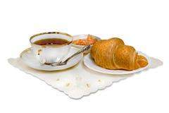 Croissant, μαρμελάδα και τσάι Στοκ εικόνα με δικαίωμα ελεύθερης χρήσης