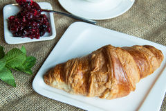 Croissant με τη μαρμελάδα Στοκ Φωτογραφίες