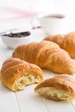 Croissant amanteigado saboroso Fotos de Stock