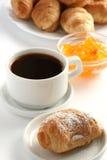 Croissant avec une cuvette de café Photographie stock libre de droits
