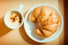 Croissant chleb z kawą Zdjęcie Stock