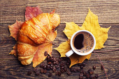 Croissant, coffee and autumn leaves Stock Photography