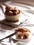 Croissant com abricós secados Fotos de Stock Royalty Free