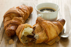 Croissant com chocolate Foto de Stock Royalty Free