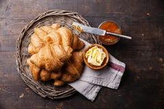 Croissant con burro ed inceppamento Fotografia Stock Libera da Diritti