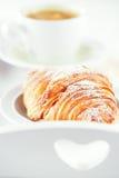Croissant con café fotografía de archivo libre de regalías