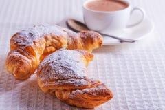 Croissant con cioccolata calda Fotografia Stock Libera da Diritti