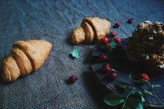croissant con cioccolato e le anche Fotografia Stock