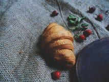croissant con cioccolato e le anche Fotografie Stock