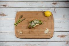 Croissant con il formaggio cremoso e dell'asparago Fotografia Stock Libera da Diritti
