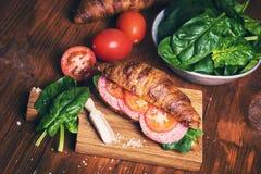 Croissant con la salsiccia Fotografie Stock Libere da Diritti