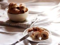 Croissant con le albicocche secche Fotografia Stock