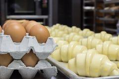 Croissant con le uova Immagini Stock