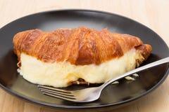 Croissant con queso derretido Fotos de archivo libres de regalías