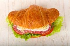 Croissant con salame immagine stock libera da diritti