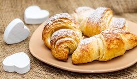Croissant cuit au four avec amour Photographie stock