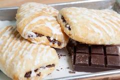 Croissant del cioccolato con glassa Immagine Stock