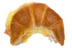 Croissant del jamón y del queso con el camino (visión superior) Imagen de archivo