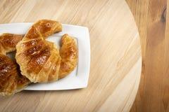 Croissant deliciosos frescos para o café da manhã Imagem de Stock