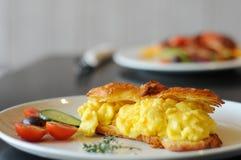 Croissant dell'uovo Immagini Stock