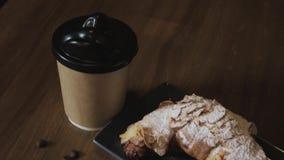 Croissant di recente al forno, foglie di menta e tazza di caff? sul bordo di legno, vista superiore, fuoco selettivo archivi video