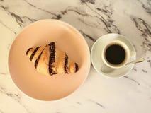 Croissant e café fotografia de stock royalty free