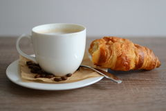 Croissant e caffè Fotografie Stock