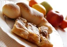Croissant e frutta Immagine Stock