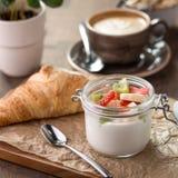 Croissant e iogurte Foto de Stock Royalty Free