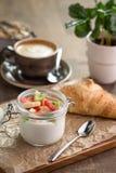 Croissant e iogurte Imagem de Stock Royalty Free