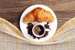 Croissant e tazza di caffè Immagine Stock Libera da Diritti