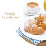 Croissant em uma placa, em um café e em um suco de laranja isolados Fotos de Stock