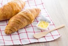Croissant en Boter Royalty-vrije Stock Afbeeldingen