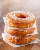 Croissant en doughnutmengselstapel Stock Fotografie