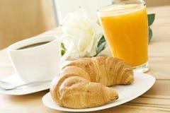 Croissant en koffie Stock Afbeeldingen