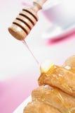 Croissant et miel photo stock
