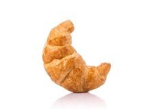 Croissant fresco Colpo dello studio isolato su priorità bassa bianca junk immagini stock